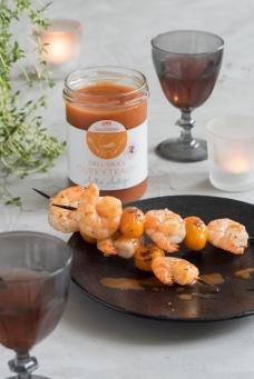 Grillsauce Curry Glas offen mit Scampis und Deko_WH63131